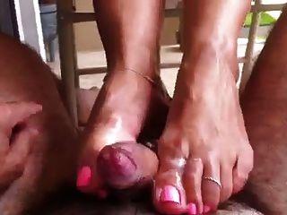 footjob en el balcón