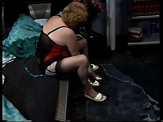 rubia melenuda peluda masturbándose y follada