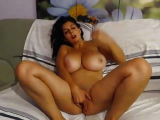 enormes boobs webcam modelo fingering a sí misma