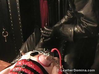 la corona de cuero domina la esclavitud del pezón la tortura