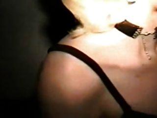 la mujer de puta chupar mucho de los hombres en gloryhole