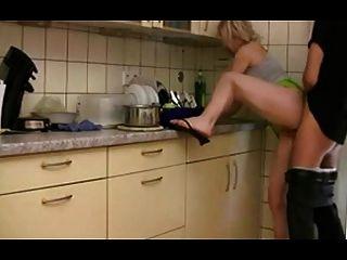 creampie en la cocina