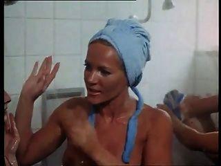 lesbianas ducha escena de la película actriz tata tota lesbiana blog