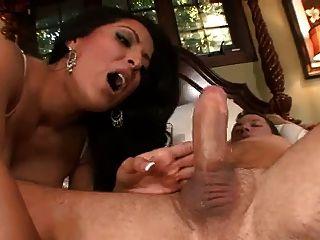 kiara mia es una criada sexy