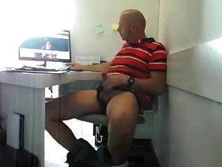str8 papá tratando de no ser atrapado jacking en el trabajo