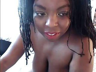 sexy ebony webcam con grandes tetas le gusta el aceite de coco