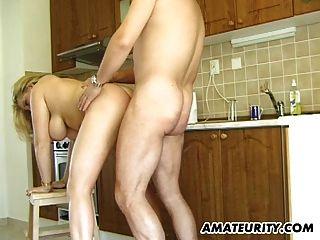 busty amateur milf chupa y folla en su cocina