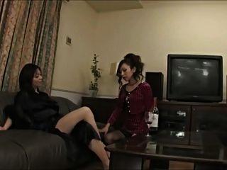 mujer asiática seduce a ella en la adoración