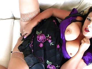 mousse de chocolate se masturba en trajes de fetiche.
