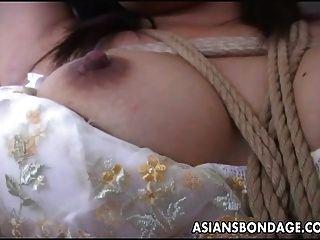 atado con nudos perfectos y coño acariciado