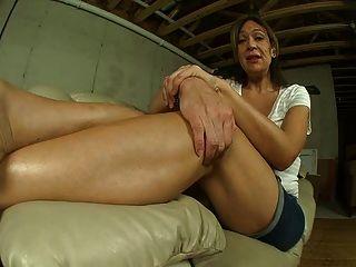 maduras arrugadas pies en chancletas