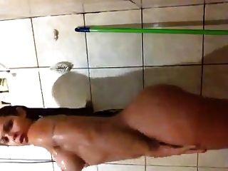 morena no banho