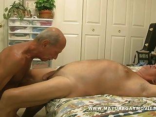 muscular hombre maduro follar un joven pedazo de culo