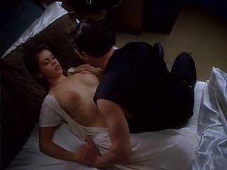 alyssa milano en el abrazo del vampiro