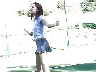dana ftv jugando al tenis