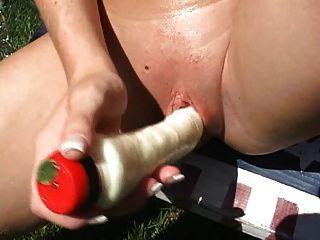 aficionados caliente joven rubia bombas al aire libre coño y inserciones