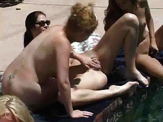limpieza de la piscina lesbianas
