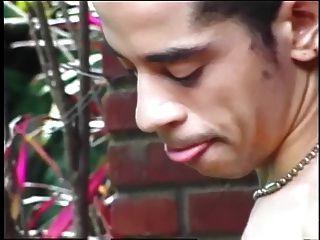 transexual joven lindo obtiene su polla succionado antes de follar a un chico sissy fina