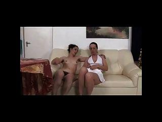 lesbianas peludas en el sofá bvr