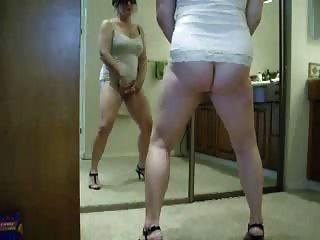 buen video robado de mi mamá caliente masturbándose