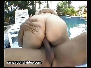 puta samantha anderson se lleva a cabo hot latin stud por la piscina