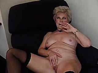 gran mamada de abuelita rubia