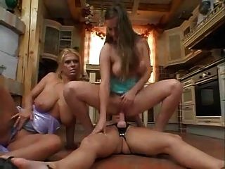 madura con grandes tetas flacas anal toying