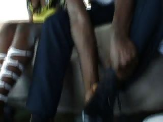 golpeando en la parte trasera de la furgoneta