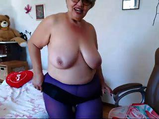abuelita jugando con grandes tetas en la webcam! ¡aficionado!