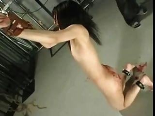 azotando un japonés
