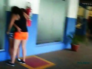 chicas lesbianas brasileñas public kissing