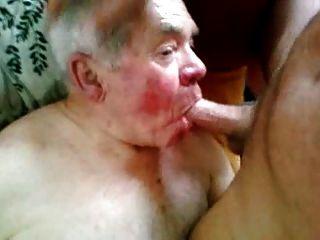 abuelo chupando
