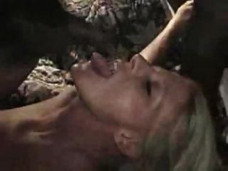 mujer blanca obtener semen en su cara