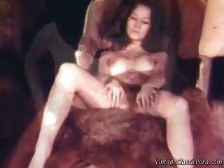 video lesbiano retro de la vendimia del threesome.