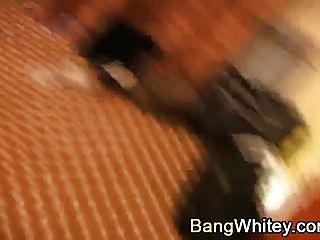 sexo interracial con chica negra caliente recibiendo un desordenado facial
