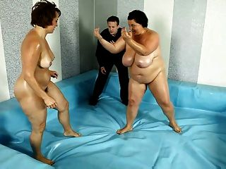 2 chubby chicks en pelea de bbw club match