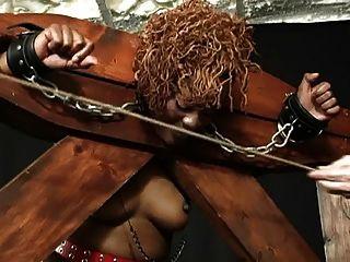 la mujer negra masoquista goza de servidumbre