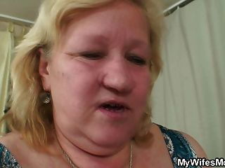 abuelita cachonda seduce a su yerno
