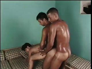 trío bisexual apasionado con un toque étnico!