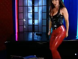leggings de latex rojo, látex negro top