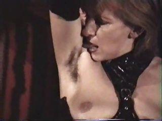esclava femenina madura alemana debe lamer sus axilas peludas