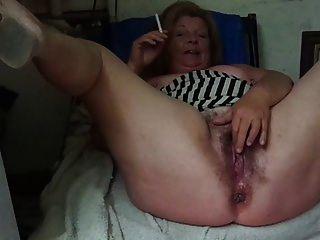 la mamá me muestra su vagina grande