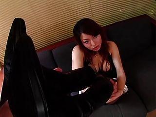 chica japonesa en botas
