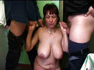 ruso mamá madura casero gangbang