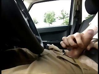 cogido por el camionero joven y vino en mi uniforme