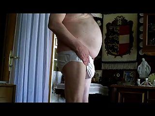 abuelo desnudo