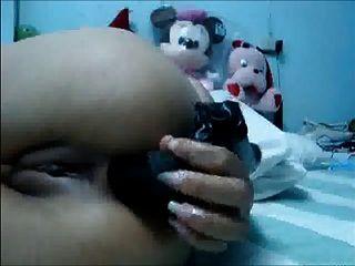 chica tailandesa toying y digitación su culo y coño