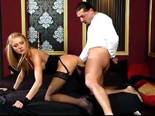 hermosa rubia negro medias hardcore