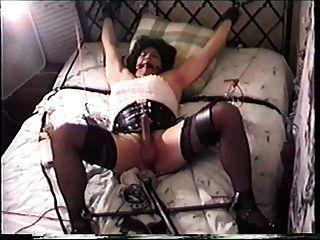 tg miss christi en esclavitud y follada por la máquina anal