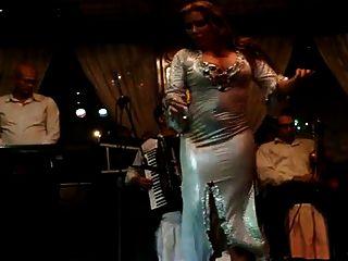 joana saahirah bailarina del vientre gran culo en el nilo máxima 2015